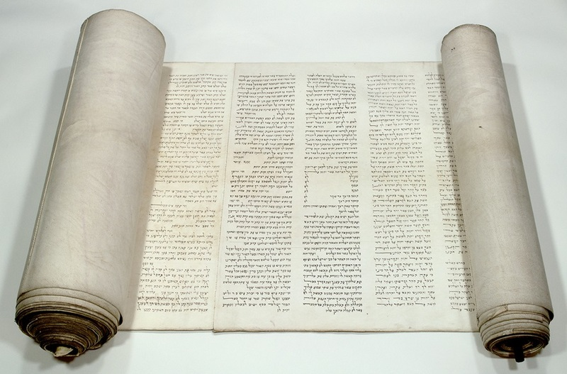 The Torah Scroll in the Kaifeng synagogue<br />